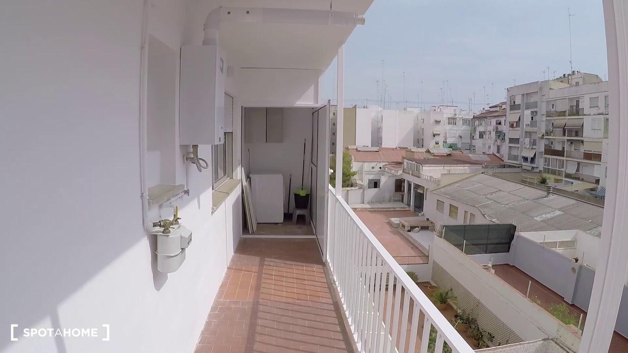 Single Bed in Rooms in spacious 6-bedroom apartment in Camins al Grau