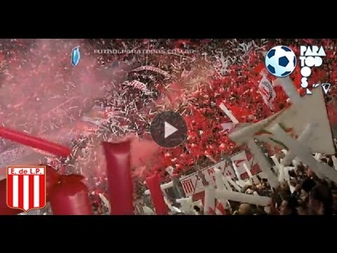 """""""Un recibimiento emocionante. Estudiantes - Gimnasia. Fecha 8. Torneo Inicial 2013. FPT"""" Barra: Los Leales • Club: Estudiantes de La Plata"""