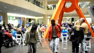 Impromptu Mini Flash Mob To The Music Of The Dallas New Horizons UPSWING 12-16-2011