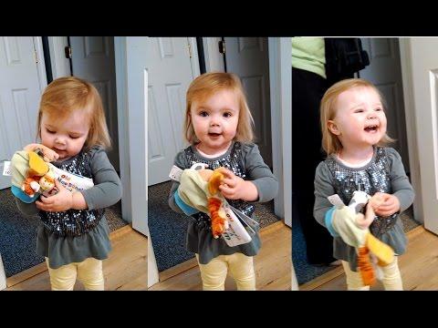ילדה בת שנתיים בביצוע חמוד ומקסים לשיר ילדים אהוב