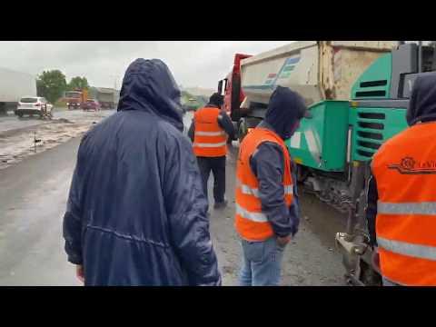 """""""Укравтодор"""" проверит работу AzVirt на Броварской объездной после жалоб на укладку асфальта во время дождя"""