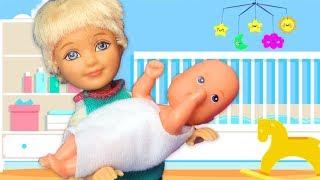 Barbie ve Ailesi Bölüm 126 - Can Kardeşini Uyutmaya Çalışıyor - Çizgi film tadında Barbie oyunları