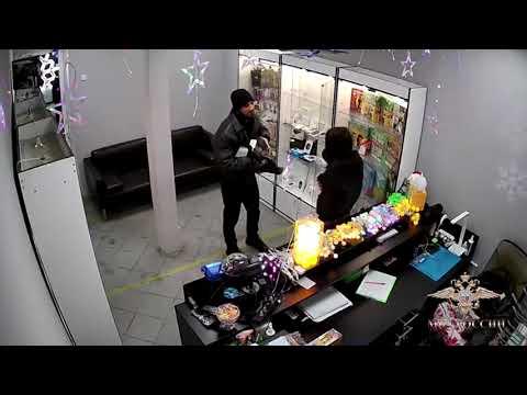 Ограбление магазина с использованием вешалки в Подмосковье. ВИДЕО