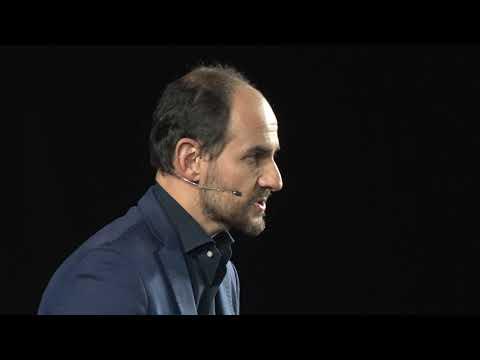 Ascoltare e raccontare storie è il primo passo per abbattere i muri | Roberto Olivi | TEDxTreviso