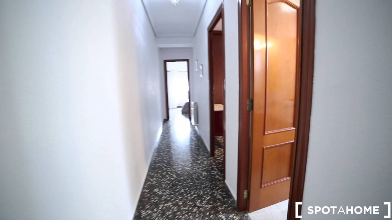 Fashionable fully furnished 3 bedroom apartment for rent