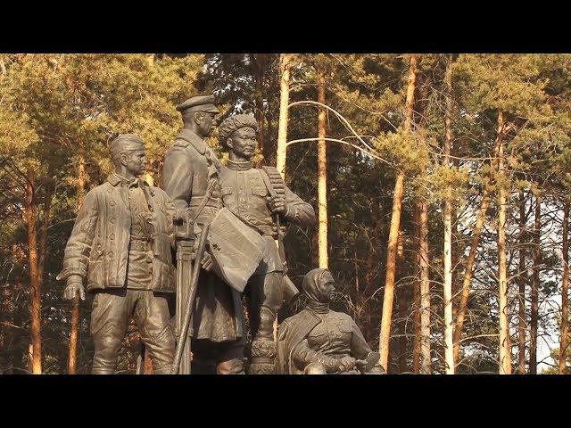 Ветераны Комсомола возложили цветы к монументам