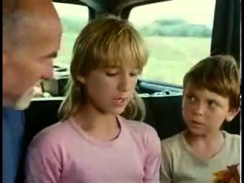 Veselé vánoce přejí chobotnice (1986) - ukázka
