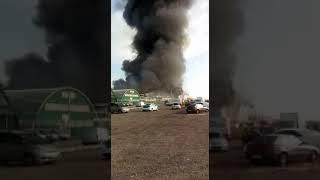 В Алматы горят склады на рынке по Кульджинке