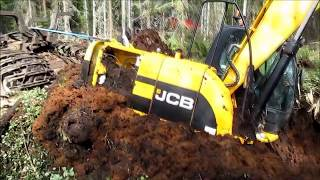 Tractor Excavator Stuck in Mud - Modern Mega Machines Bog Monsters Unusual Timber Transportation