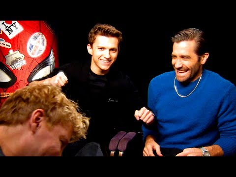 Jake Gyllenhaal gives Tom Holland a proper fright! - YouTube