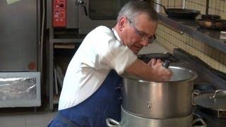 preview picture of video 'Mon dernier dîner à La Caillère de Jacky Guindon - 14 mars 2013'