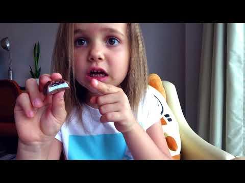 Макс и Катя не поделили конфеты и игрушки