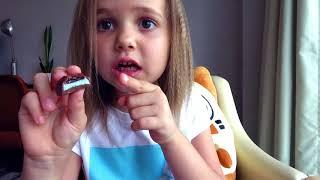 Макс и Катя не поделили конфеты и игрушки - Naughty children