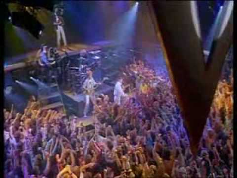Queen, Brian and Roger about the Friends will be Friends video