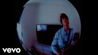 Kadr z teledysku Rabbit Hole tekst piosenki Jake Bugg