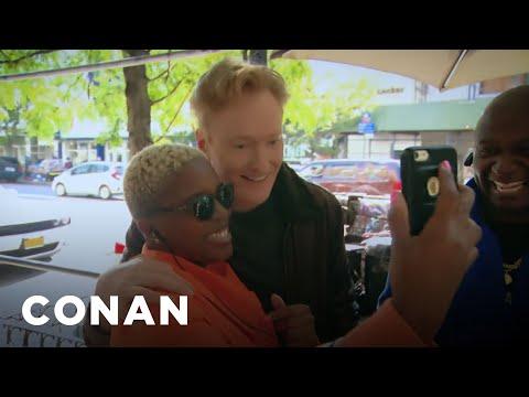 Conan se prochází Harlemem