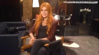 Shadowhunters - Interview : Le style de Clary (VOSTFR)