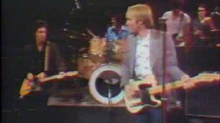 """Tom Petty with Tom Snyder 1981 part 1 of 3 - performing """"Old Kings Road"""""""