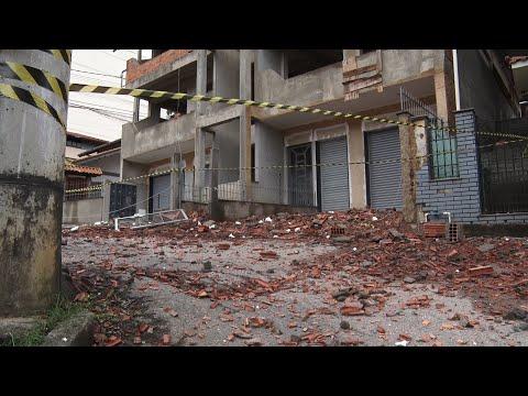Defesa Civil de Friburgo constata irregularidades em obra; partes de prédio ainda ameaçam cair