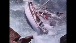 preview picture of video 'Yacht Queequeg trashed on the rocks at St Helena-Total Loss'