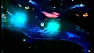 Jennifer Hudson sings Barry Manilow