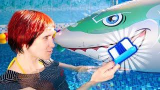 Маша Капуки чистит зубы - Обучающее видео для детей - Семья маленькой косатки