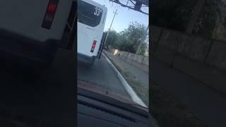 В Астрахани автобус ездит с открытой дверью