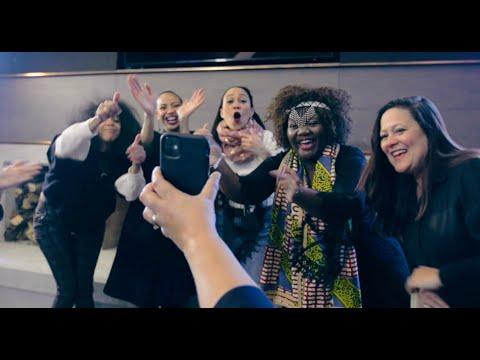 Vroue vereer in musiekvideo