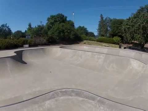 Carson Warner Memorial Skatepark (Healdsburg, California USA)