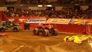preview picture of video 'Advance Auto Parts Monster Jam 2013 Worcester, MA'