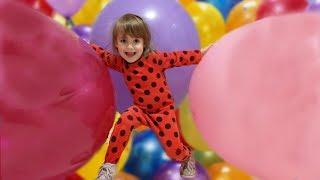 Волшебное превращение Леди Баг Огромные шары уменьшились Учим цвета на английском