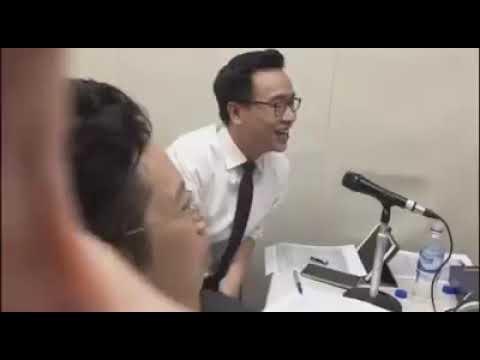 Cận cảnh phòng bình luận trận chung kết tối qua :)) Anh Cương nói auto hay :v
