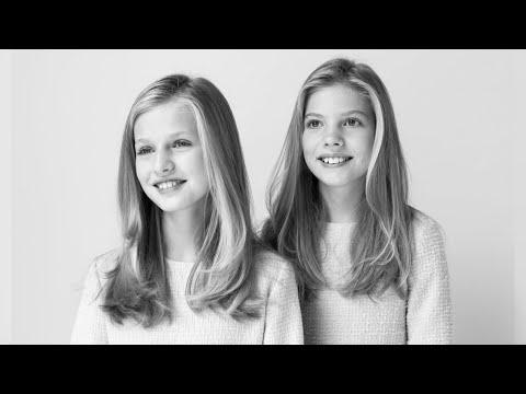 , title :'Los Reyes y sus hijas estrenan sus nuevos retratos oficiales'