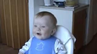 bebe loco de risa
