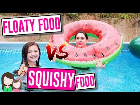 REAL FOOD vs. GUMMI FOOD vs. SQUISHIES Food IM POOL - Das coolste aufblasbare Essen 🍕 Alles Ava