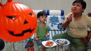Trò Chơi Bé Ăn Kẹo Halloween ❤ TinTin TV ❤