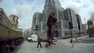 Ставят памятник Калашникову