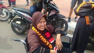 Fans Persija Paling Senior Ditemui Anies di Balikota, Beginilah Ekspresinya