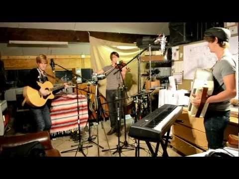 Bennett - Days Are Running - Live in studio