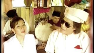 Syura & Dato M. Daud Kilau - Tenung - Tenung Renung - Renung (Official Music Video)