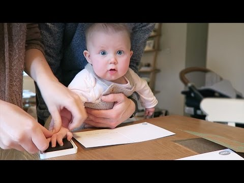 BABY HANDPRINTS | VLOGMAS