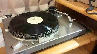 Back to black - Listen Vinyl with headphone system