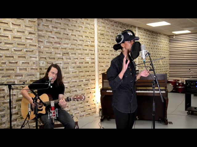 Louam – Freaky Things (Acoustic Live Session)