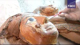 Египетские археологи показали сокровища из найденной в Луксоре гробницы