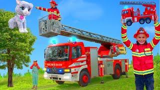 Kinder spielen mit einem Feuerwehrauto & lernen sich gegenseitig zu Helfen