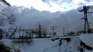 Снежная лавина жесть...