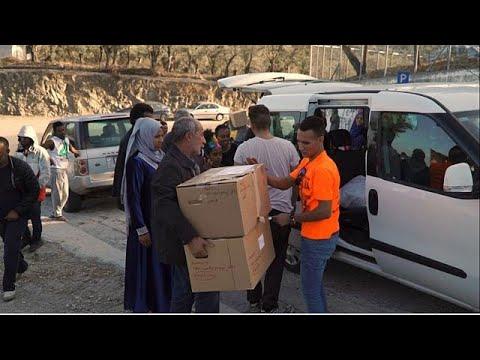 Λέσβος: Ένας «Άγιος Βασίλης» για τους πρόσφυγες