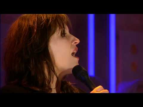 play video:Fay Claassen - 23 september 2010 - DWDD - Voor aanvang (extra opname)