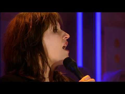 play video:Fay Claassen - 23 september 2010 - DWDD - Voor aanvang (extra opname)