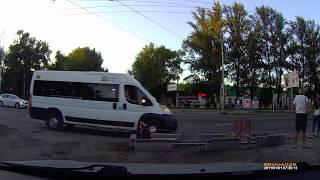 Мотоциклист влетает в Дастер